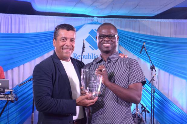 Elroy Yearwood, winner of the Managing Director's Spirit of Republic Award Grades 1-10, accepting his award from MD & CEO, Ian De Souza.